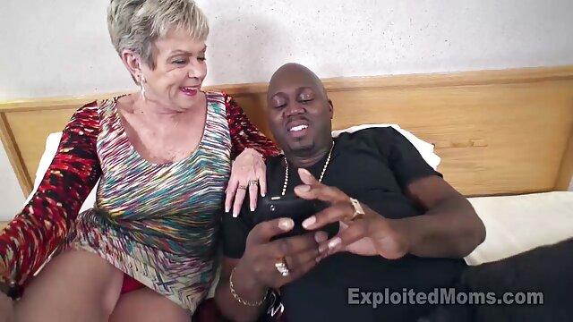 Loirinha alongada pornodoido mulher por um homem carnudo